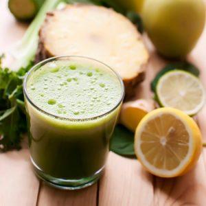 Пет прости съставки за здравословна детоксикираща напитка