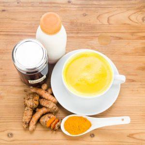 Чай от куркума и кокосово мляко прочиства черния дроб