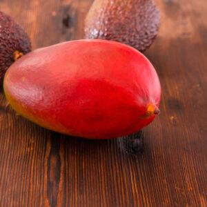 Плодова салата с авокадо и сос от мандарини